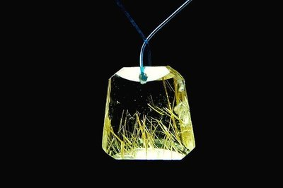 □§Disk的天然水晶§□【激光全美】正白底-黃金鈦晶鐘形墜9-51(高18寬18厚7mm)