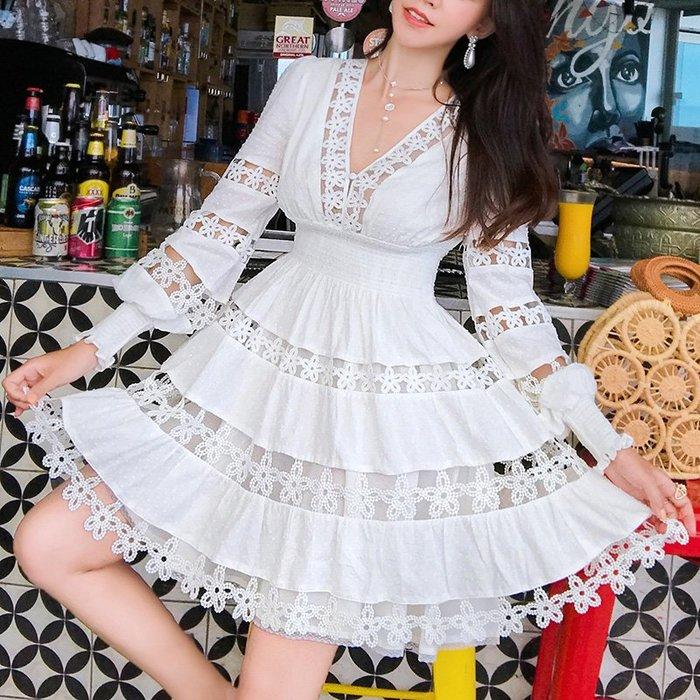 《巴黎拜金女》法式複古裙過膝白色蕾絲連衣裙很仙深V大擺蓬蓬裙