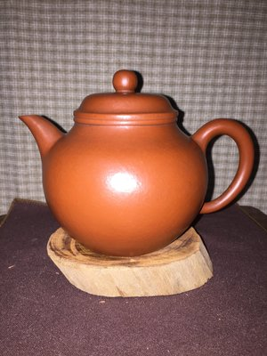 早期紫砂壺---秋水款式,泥料:老朱泥,獨孔出水,容量約400CC,早期大品壺款