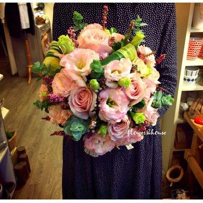 【Flower&House花藝之家】F59。季節限定。森林粉色系捧花。新娘捧花。拍照手綁花。台北自取