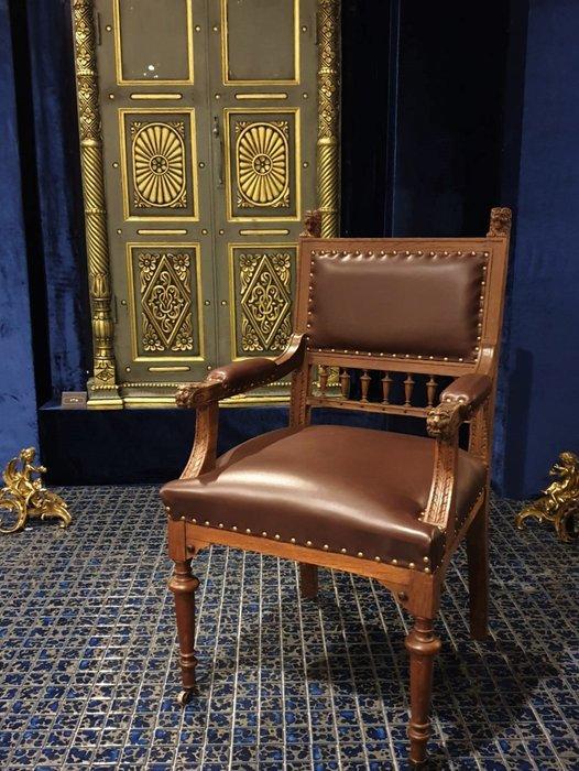 ⚜️ 卡卡頌 皇家之門 . 歐洲古董 ⚜️ Rare ! 法國百年 手雕 獅頭 個性大器 全皮 古董椅 ~獨一無二 ✬