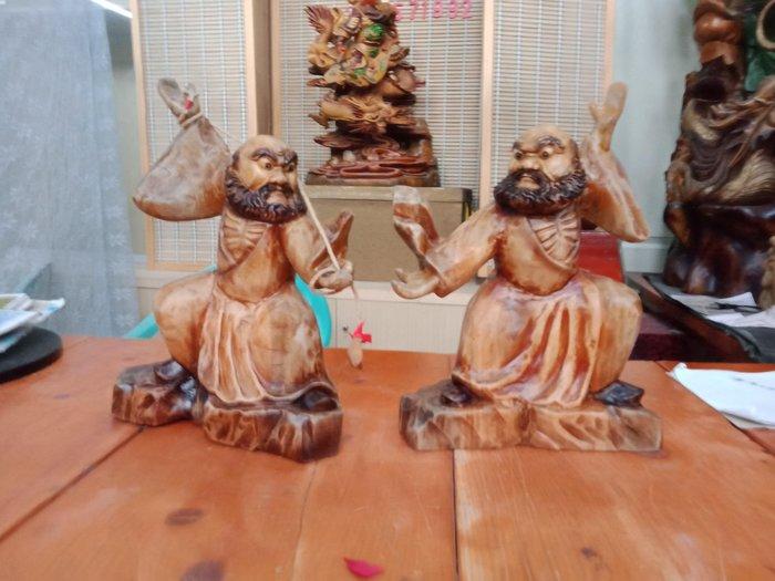 功夫達摩與太極達摩 一組 樟木雕刻 作者:柯金仲
