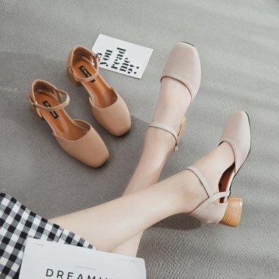 哆啦本鋪 包頭涼鞋女正韓百搭中跟粗跟一字扣復古方頭奶奶鞋單鞋 D655