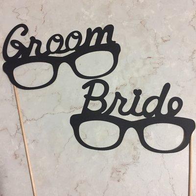 ❤現貨❤歐美風 婚紗拍照道具 眼鏡 BRIDE + GROOM  婚禮佈置 婚禮小物 掛牌 外拍 婚拍 手拿牌