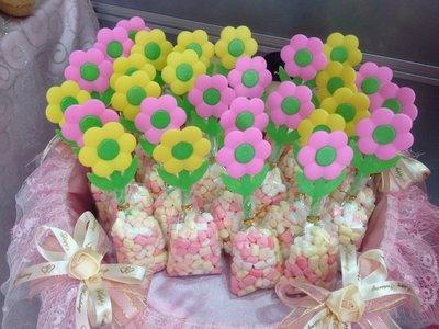 妮妮喜糖~二次進場小禮物。送客喜糖。抽獎遊戲小禮物。金莎巧克力。花棒。麥芽餅。造型棉花糖。慶生糖果~花朵造型棉花糖棒