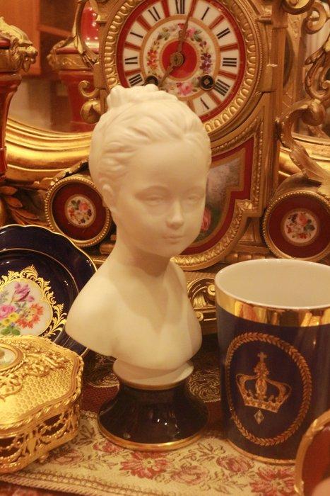 【家與收藏】特價稀有珍藏歐洲古董法國Limoges精緻優雅少女瓷雕胸像擺飾