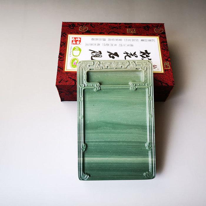 品牌:仙人洞 品名:淌池古纹松花砚台 规格:约长16厘米宽11厘米高2厘米 材料:天然老坑松花石材