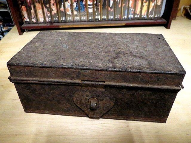 【 金王記拍寶網 】Z264   40年代 老鐵盒 (正老品) 純懷舊素材擺件 罕見稀少 一件