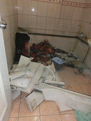 東城浴室整修.浴缸破裂拆除 防水處理 貼磁磚..浴缸換裝、改造翻修乾溼分離 圖片照片