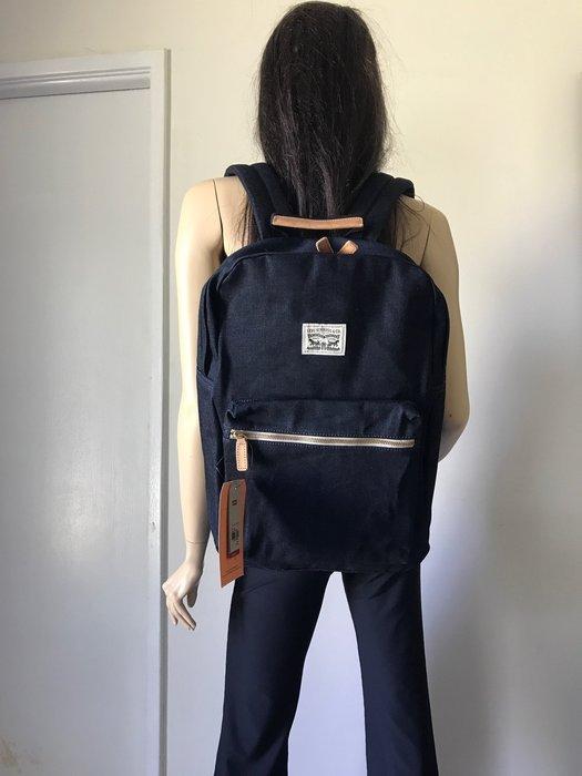 【天普小棧】Levi's Canvas Zip Top Backpack男女牛仔丹寧帆布後背包電腦包書包深藍色 現貨抵台