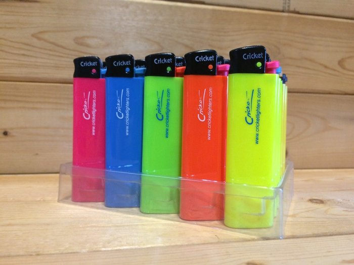(I LOVE樂多)瑞典品牌Cricket 蟋蟀安全螢光配色打火機 5色各1套裝 拋棄式打火機第一品牌 喜歡BIC可參考