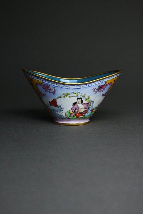 悅年堂 --- 乾隆年製款 銅胎畫琺瑯 劉海戲金蟾 元寶杯