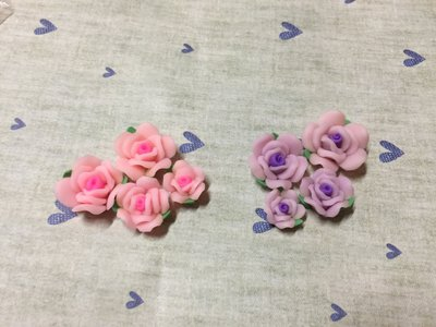 粉紅 紫色 軟陶帶葉玫瑰花 造型DIY素材 袖珍小物 奶油殼 飾品材料 大中小4入素材包 (現貨)