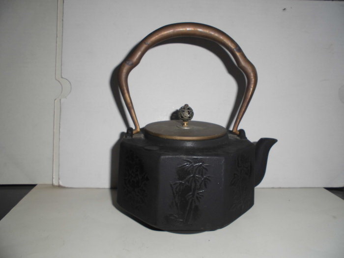 八邊(角)鐵壺(銅把,蓋)