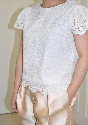 Flat 135 X 台灣設計師 白色荷葉袖上衣 純棉簍空刺繡布料 簡單上衣