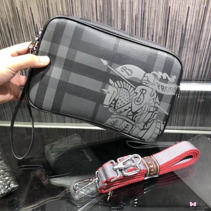 【小黛西歐美代購】Burberry 巴寶莉  新款 經典條紋手拿包 戰馬LOGO 英倫時尚 美國outlet代購