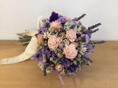 D35。粉紫白色系乾燥捧花。拍照捧花。客製新娘捧花。台北自取【Flower&House花藝之家】