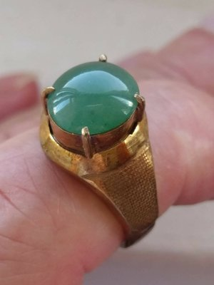 極品頂級緬甸玉A貨-老坑冰種滿陽綠翡翠,精琢蛋面戒指,水頭飽滿超優質,國際圍約16號~特價12000元~