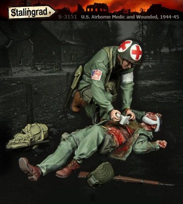 (ST)S-3151 1/35 U.S. Airborne Medic and Wounded, 1944-45 Resin Figures