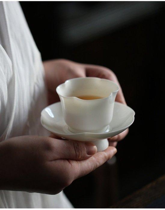 【茶嶺古道】白玉瓷 海棠杯盤套組 / 中國白 白瓷 瓷器 海棠 花型 透光 茶杯 品茗杯 反口 杯墊 杯托