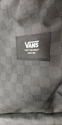 全新有標籤 萬斯Vans Logo 滿版經典格紋後背包電腦包 黑色防水材質 高雄可面交原價兩千只要1191元起標奇摩最低