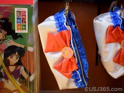 (現貨商品) 牛牛小舖**日本空運代購 大阪環球影城限定 美少女戰士 荷葉邊緞面收納包