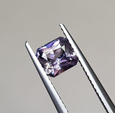 揚邵一品(附國際證)1.60克拉變色紫灰色藍寶 無燒天然~質佳 透度高 顏色飽和 光澤美麗充滿趣味