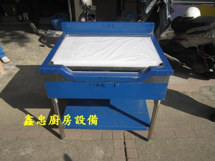 鑫忠廚房設備-餐飲設備:訂做魚肉處理台-賣場有水槽-快炒爐-烤箱-冰箱-西餐爐