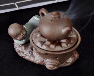 ㊣越富沉檀香㊣青瓷哥窟蒸蒸日上小和尚香爐~適用於:2小時微盤香、塔香~直購價:500元。
