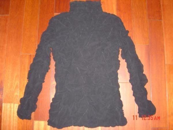 日本知名品牌YOSHIKI HISHINUMA黑色皺摺紗造型立領高領合身上衣