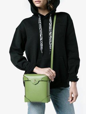 Q媽咪美國代購 MANU ATELIER Mini Pristine 真皮挺版側背斜背包 蘋果綠 箭頭包
