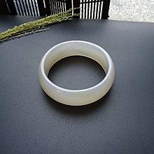 【老樹】天然粉玉髓瑪瑙手鐲*內徑57.8 MM寬版鐲 *佛教七寶之一*具強大的正向能量