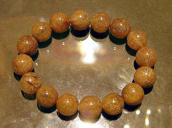 【小熊水晶窩】極稀少罕見!金髮絲 頂級金綠鈦晶手鍊A2重58.3克 燈光下閃耀著金髮絲!