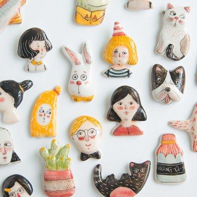 千禧禧居~原來是泥|原創設計手工陶瓷創意手繪胸針冰箱貼卡通人偶徽章禮品