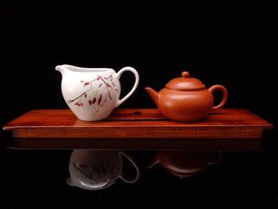 海南黃花梨茶盤實木乾泡茶盤底座擺件,糠梨老物件,桌子老料整理做乾式茶盤用,長約34.7公分寬約8.3公分高約1.5公分,罕見整塊黃花梨老料,置於茶蓆,古意盎然。