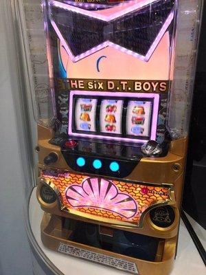 柯先生日本原裝SLOT斯洛拉霸機台2017小松君 小松先生 爆笑漫畫大型家用電玩機台民宿遊戲室日式餐廳佈置微電影道具場景
