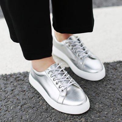 歐美新款圓頭系帶平底小白鞋時尚板鞋百搭運動單鞋