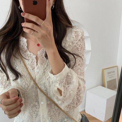 【伯爵兔❤️】 日韓系 chic風 ❤️  氣質溫柔V領顯瘦單排扣重工蕾絲鉤花微透長袖襯衫上衣