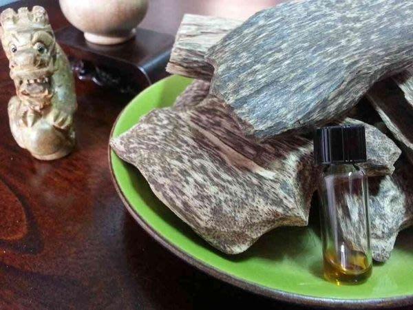 ㊣越富沉檀香㊣推薦純天然印度老山檀香油~特惠價5cc/1300元--香度就是好、已越來越稀有。