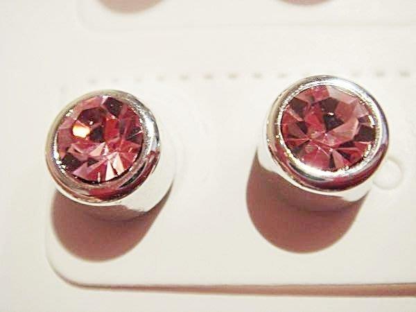 全新透明粉紅色水鑽磁鐵貼式耳環,賣場有同款色但大一點的型,低價起標無底價!本商品免運費!