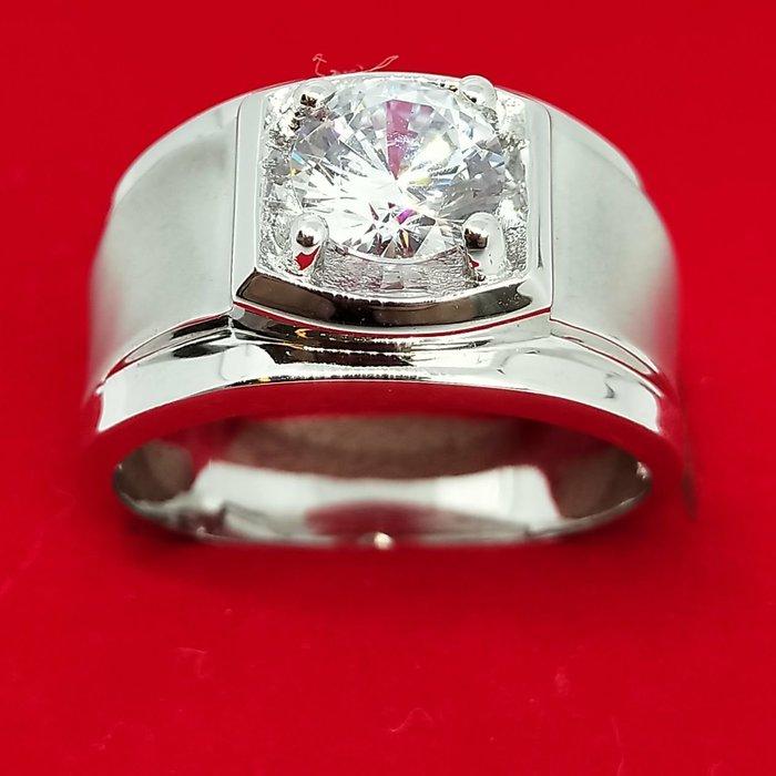 2克拉素雅鑽戒925純銀高化鍍厚鉑金指環不退色紳士款鑲嵌高碳鑽男士戒指珠寶級高碳鑽石莫桑鑽寶必屬精品媲美真鑽鉑金質感歲末出清