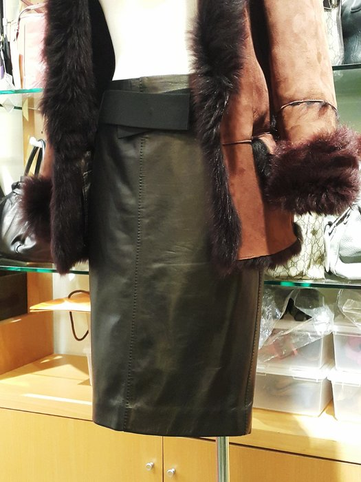 *旺角名* ㊣ Gucci 小羊皮裙 及膝裙 附皮帶 有內襯