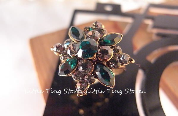 復古珍藏SWAROVSKI古銅金菱形祖母綠水滴鑽寶石寶石超炫食指戒指 無碼戒子 絲巾領巾環