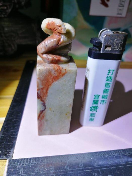 銘馨易拍108SE905 早期印石  小龍 盤蛇 原石巧雕  壽山石書畫印  擺飾
