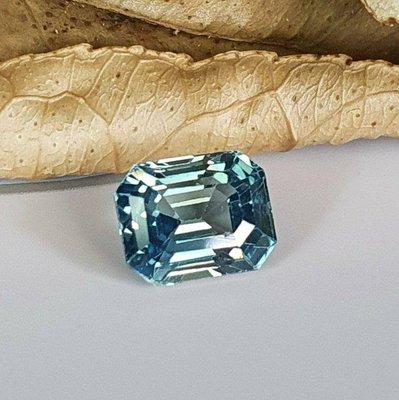 揚邵一品( 附國際證)1.17克拉綠色藍寶石 天然無燒 優質淨度 玻璃體 細緻沉穩 值得擁有 綠色剛玉