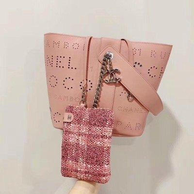 專櫃正品 香奈兒 CHANEL 最新款 水桶包 粉色 鏤空牛皮 銀鍊( 全新現貨!優惠促銷中 )