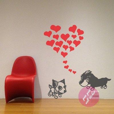 【源遠】可愛狗狗談戀愛【A-29】(M)壁貼 設計 裝潢 愛心 甜蜜 室內設計 兒童 房間 客製化