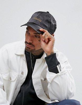 [MR.CH] Adidas ORIGINAL 愛迪達 三葉草 緞面 黑色 黑金 草寫 老帽 帽子 彎帽 BR3876