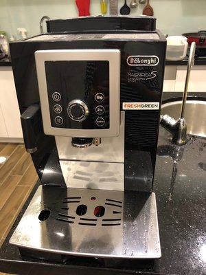(二手)義大利DeLonghi 全自動咖啡機 ECAM23.260.SB 全自動極速奶泡系列