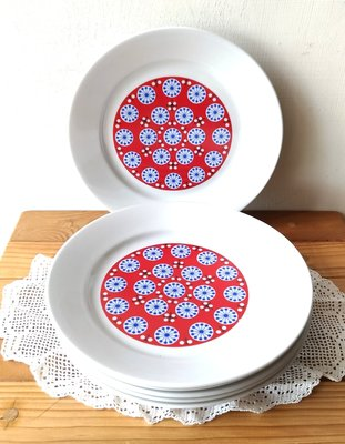 東德絕版瓷盤,每個1200元。